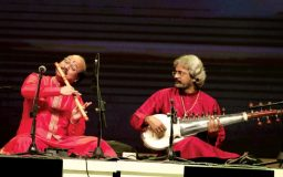 Audience enjoys exceptional duet of sarod, flute